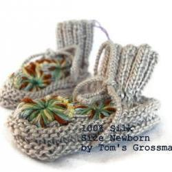 Organic Newborn-Booties, Silk Plant Colour Dyed, Embroidered, High Quality Natural Product, Swiss Handmade by Tom's Grossmami